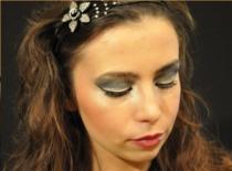 Jak zrobić srebrny makijaż sylwestrowy