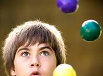 Jak wykonać kaskadę w żonglerce