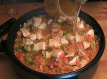 Jak zrobić narodową potrawę hiszpańską - Paella z kurczakiem