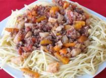 Jak zrobić spaghetti z mięsem mielonym i warzywami