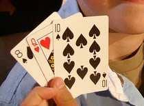 """Jak wykonać sztuczkę """"zamiana karty w trójce"""""""