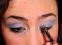 Jak zrobić makijaż zimowy w niebieskich i fioletowych odcieniach