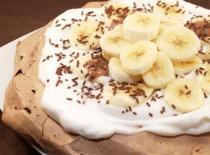 Jak zrobić czekoladowy deser Pavlova z bananami