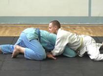 Jak wykonać atak żółwia w brazylijskim jiu-jitsu