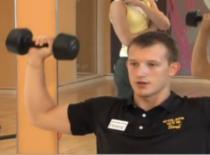 Jak wzmocnić mięśnie grzbietu - Wyciskanie sztangielek