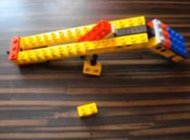 Jak zrobić półautomatyczny pistolet na gumki z Lego