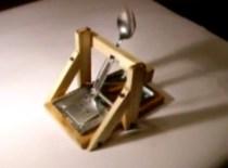 Jak zrobić katapultę ze zwykłej pułapki na myszy