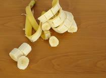 Jak pokroić banana w skórce