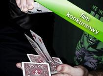 Jak wykonać trik podmianą karty i koloru koszulki