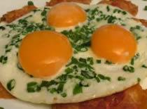 """Jak zrobić jajka na """"zielonej trawce"""""""