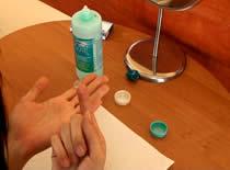 Jak pielęgnować soczewki kontaktowe