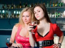 Jak postawić drinka kobiecie