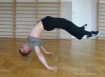 Jak nauczyć się pozycji Hollowback w breakdance - ćwiczenia wzmacniające