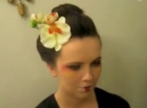 Jak zrobić fryzurę stylizowaną na japońską Gejszę