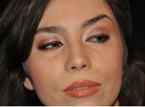Jak zrobić makijaż dzienny w brązowych i różowych odcieniach