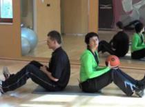 Jak ćwiczyć w parach #1 - Rotacja z piłką lekarską