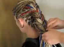Jak układać fryzury z warkoczyków syntetycznych