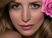 Jak zrobić lekki makijaż w różowych odcieniach