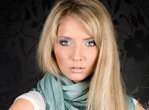 Jak wykonać wiosenny makijaż w turkusowych odcieniach