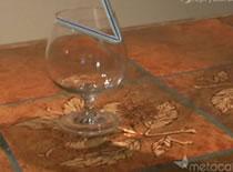 Jak podnieść szklankę za pomocą słomki