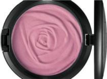 Jak zrobić różowy makijaż w delikatnej wersji