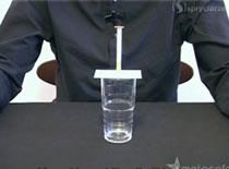 Jak wykonać zakład z monetą w szklance