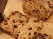 Jak zrobić chleb żytni z rodzynkami