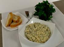 Jak przyrządzić sałatkę jajeczną