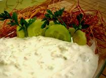 Jak przyrządzić sos ogórkowo-czosnkowy
