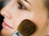 Jak nałożyć podkład (kosmetyki mineralne)
