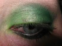 Jak zrobić zielone smokey eye - mocny makijaż na oczy