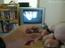Jak zmieniać kanały za pomocą latarki