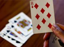 Jak wykonać błyskawiczną zamianę karty na oczach widza