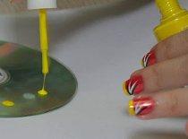 Jak wykorzystać płytę CD lub DVD do zdobienia paznokci
