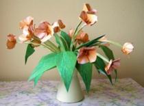 Jak złożyć kwiatka z okrągłego kawałka papieru