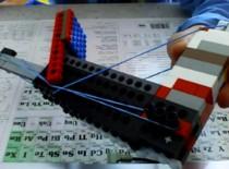 Jak zrobić pół automatyczny Lego mini Gun