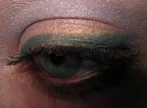 Jak zrobić makijaż - pigmenty z MAC - melon, niebieski i szary