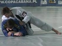 Jak zastosować duszenie w judo - Ezekiel z ataku żółwia