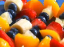 Jak zrobić zapiekanki i owocowe przekąski na przyjęcie dla dzieci