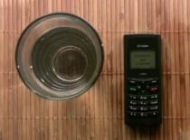 Jak osuszyć telefon gdy wpadnie do wody