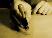 Jak zrobić ludzika z długopisu i spinaczy