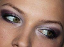Jak zrobić makijaż studniówkowy w odcieniach fioletu