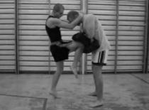 Jak wykonywać uderzenia z kolan w Muay Thai