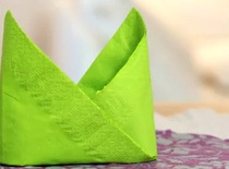 Jak złożyć serwetkę w czapkę biskupa