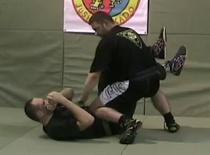 Jak wykonać wejście w nogi w MMA