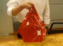 Jak złożyć prostą torbę za pomocą Furoshiki