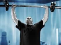Jak ćwiczyć mięśnie barków - wyciskanie sztangi sprzed głowy