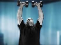 Jak ćwiczyć mięśnie barków - wyciskanie hantli w pionie siedząc