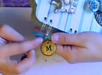 Jak zrobić zawieszkę z kapsla