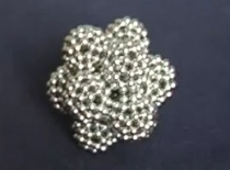 Jak zrobić bąbelkową kulę z kulek magnetycznych